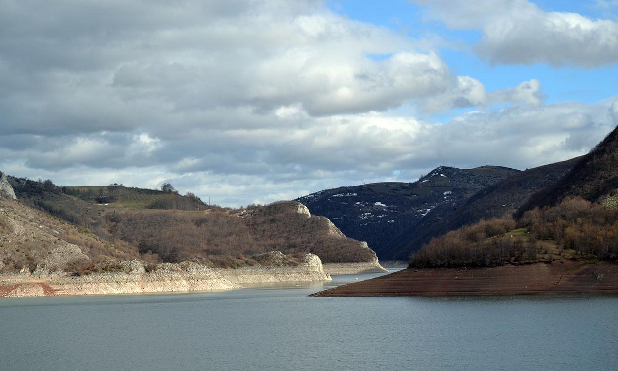 Uvačko jezero Rastoke - pogled sa brane Uvačkog jezera