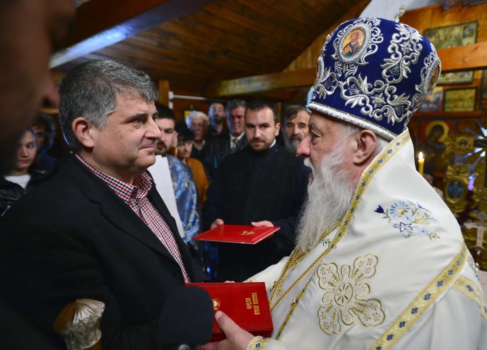 Obnovitelji – orden i gramate porodici Dimkić iz Beograda, potomcima popa Relje Purića (foto: D. Gagričić)
