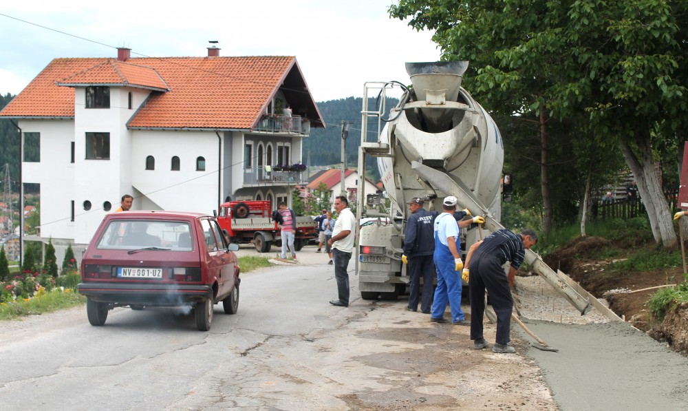 Radovi u jeku turisticke sezone na putu Nova Varos - Zlatar