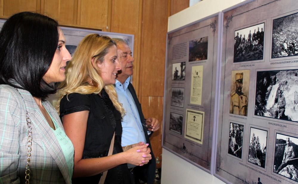 Svedočanstva  o slavnom pretku  - šest godina  postavka krstari Srbijom