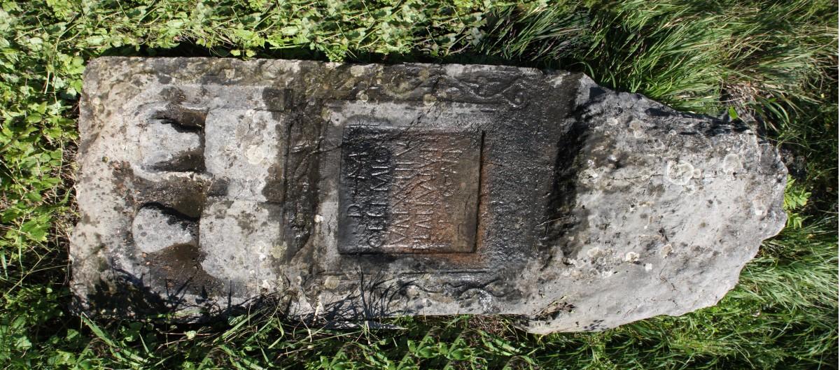 Nadgrobni spomenik u Radoinji