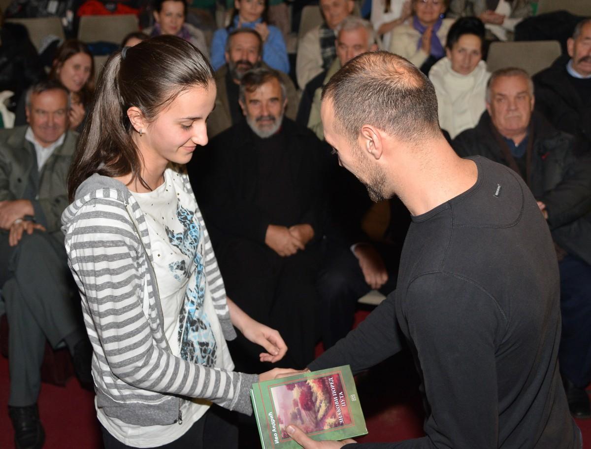 Награде за ликове радове уручио сликар Станко Никачевић