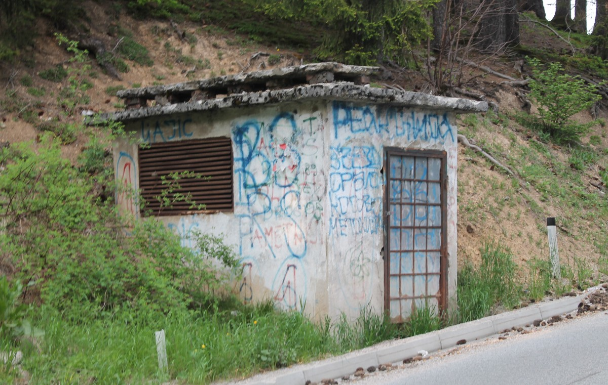 """Заборављени објекат """"Панораме"""", уз регионални пут"""