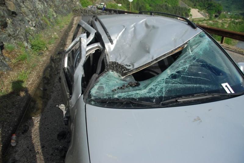 Ауто оштећен одроном, срећом без трагичних последица