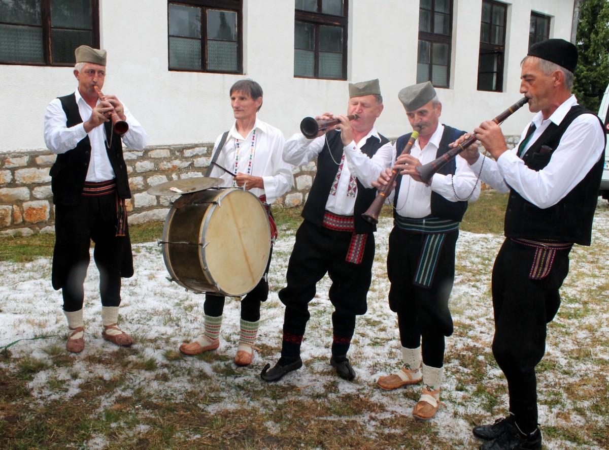 Ручно праве кланете и свирају - оркестар Шалипура из Голеша код Прибоја