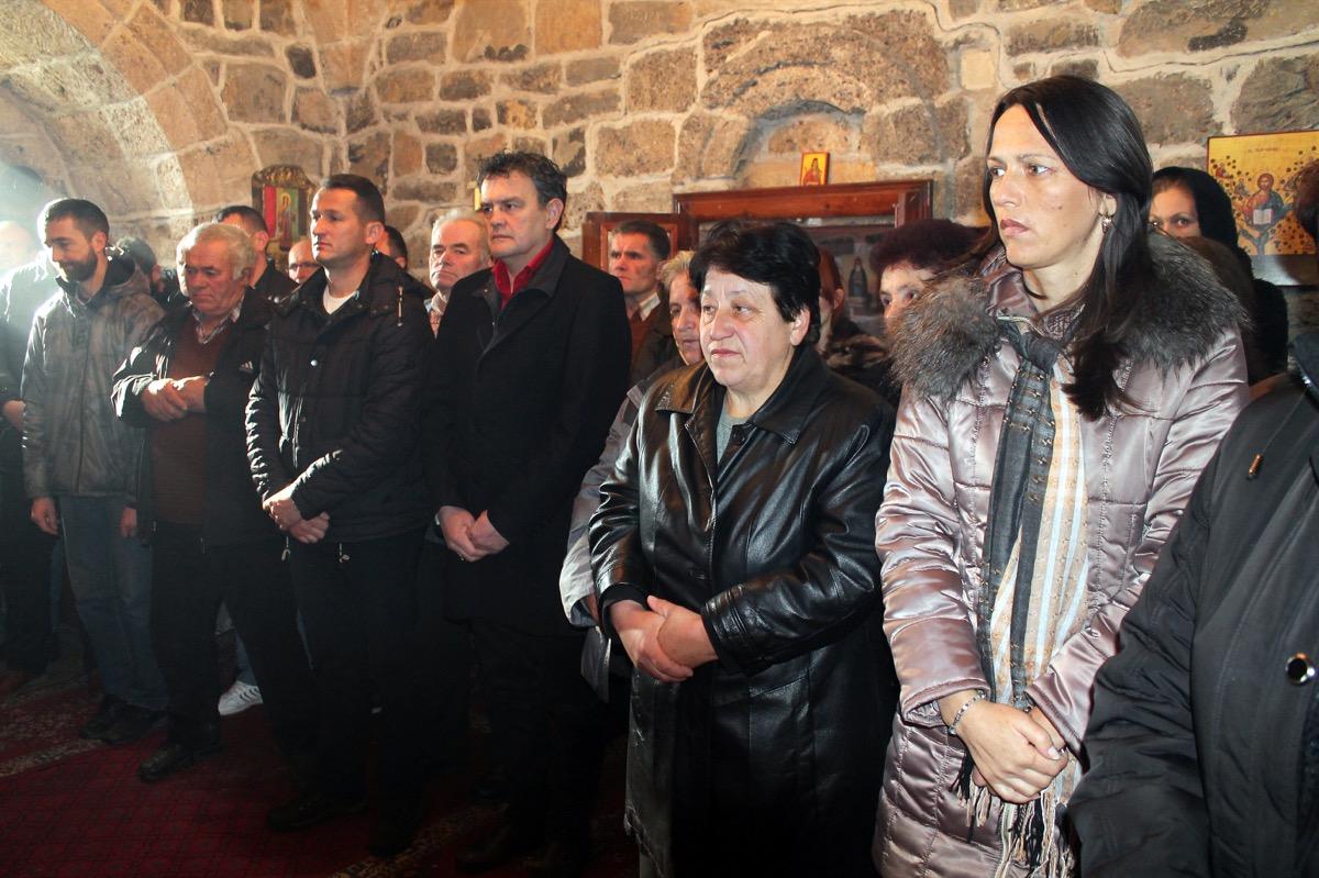 Литургија у цркви Свете Тројице у Дубници
