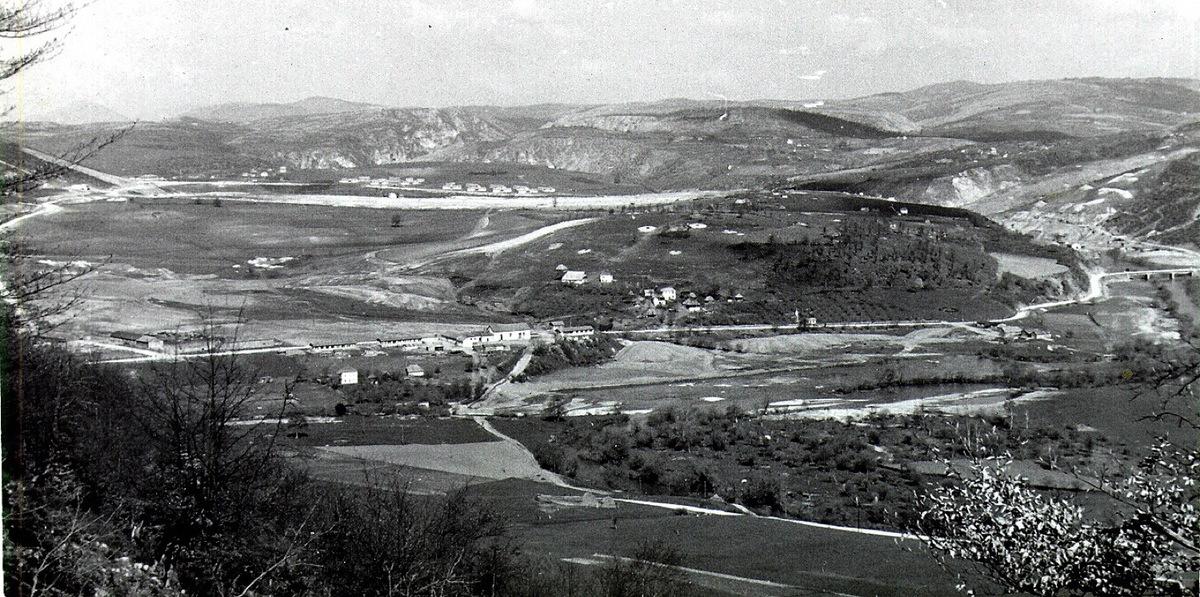 Кокин Брод - насеље у котлини, на левој обали Увца, градилиште бране