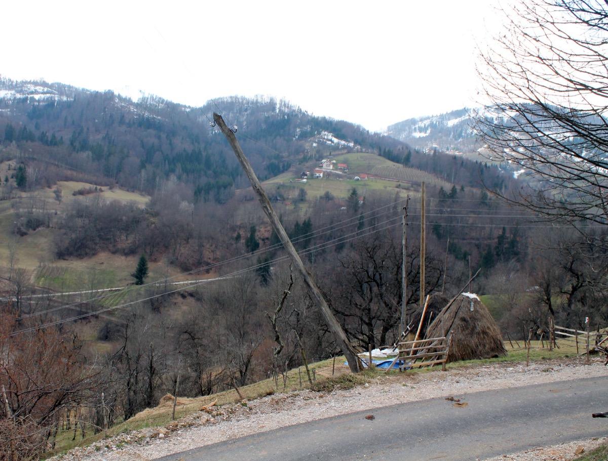 Odroni Gornja Bela Reka Mestani strepe i za bandere - neke su krice, druge cekaju zice...
