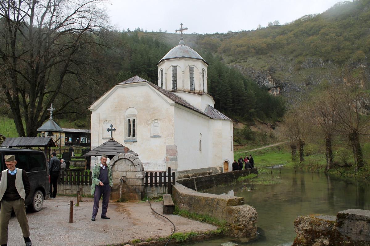 Црква сакрађена 1867. године на темељима манастира Рашковића