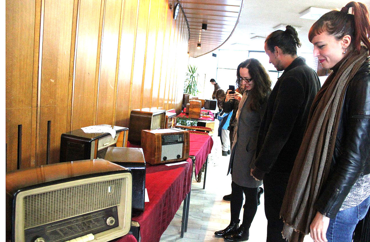 """Сусрет технологија два века - са изложбе """"Звук лампаша"""" у нововарошком Дому културе"""