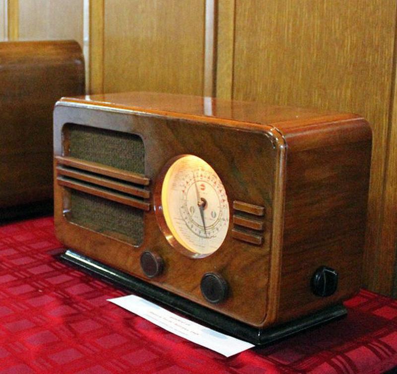 """Подмлађен најстарији радио-апарат - """"Космај"""" из 1948. године"""