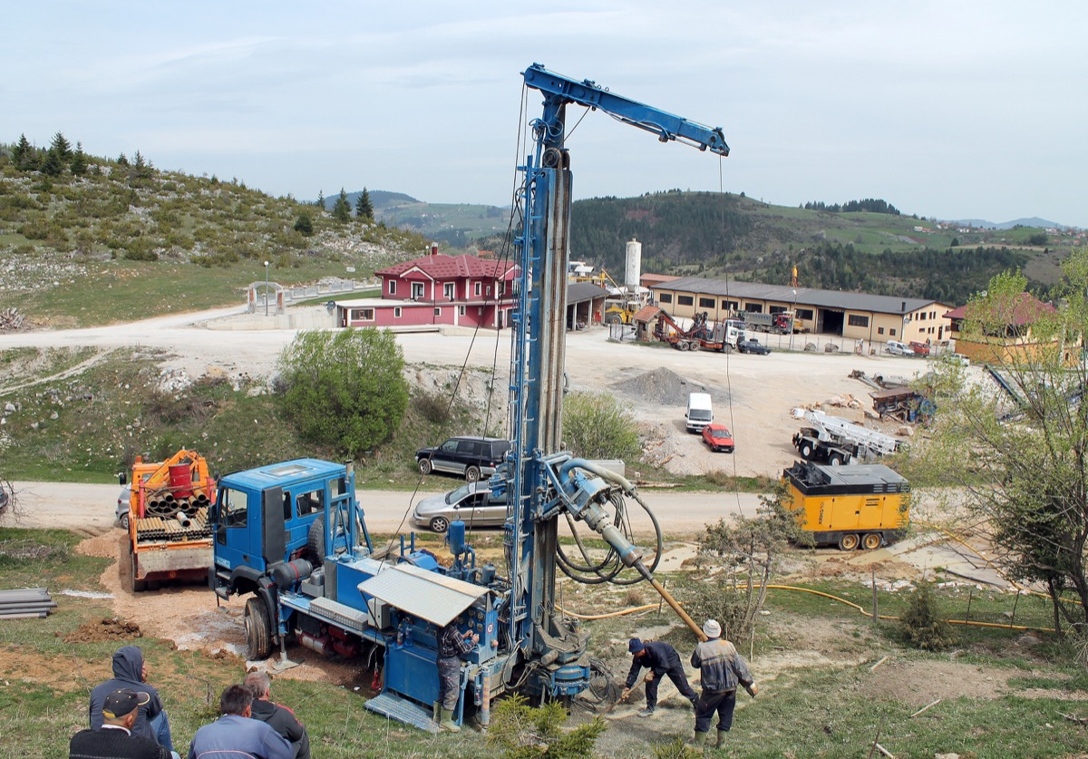 Нашли воду, ускоро стиже пумпа - бушотина у селу Дрмановићи