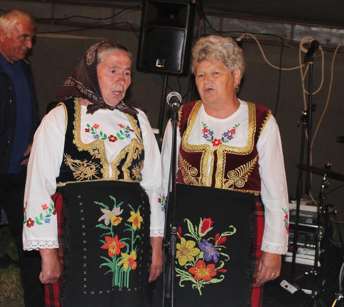 Видовдански сабор у Негбини Cuvari tradicije -Tomka Paunovic i Dragica Zunic