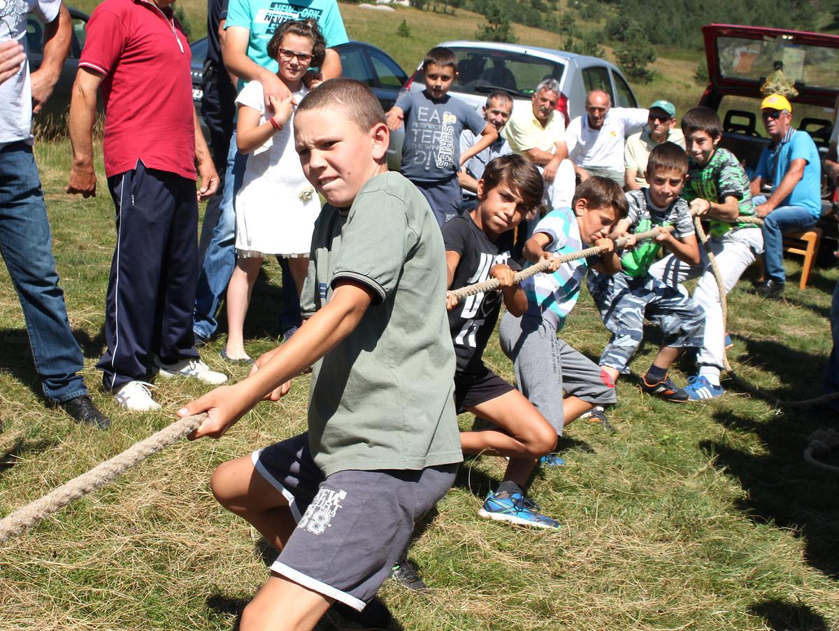 Окушали снагу - дечаци из Доброселице -  Ливадафест 2016 Ливадафест 2016