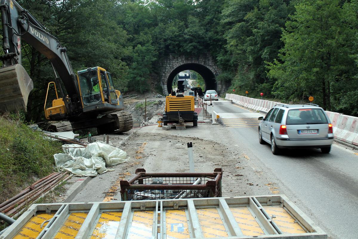 Поправка моста преко Бистрице Саобраћај се одвија једном траком, наизменично, уз семафор