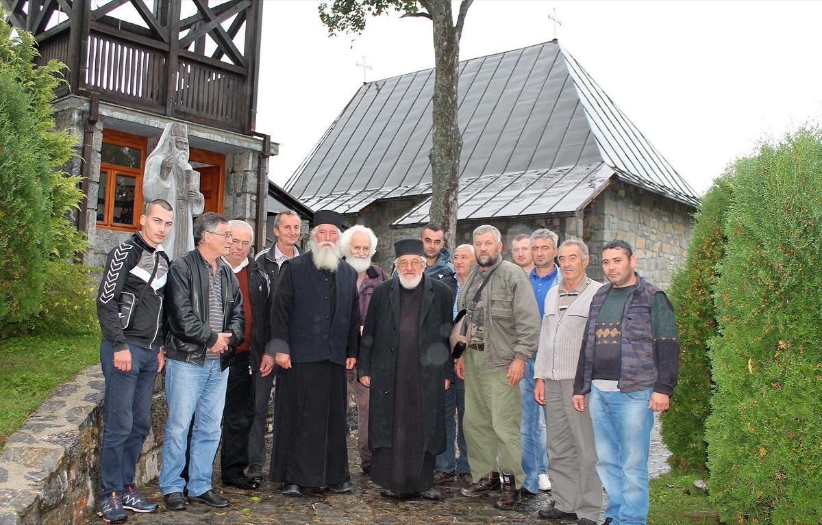 Zahvalnost - komsije su ispratile prvog igumana Dubnice