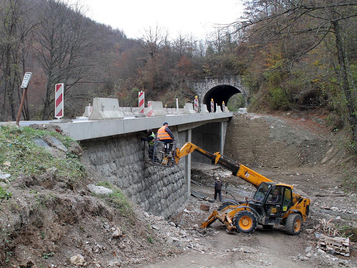 Регулација корита Бистрице и припреме за монтажу одбојне ограде
