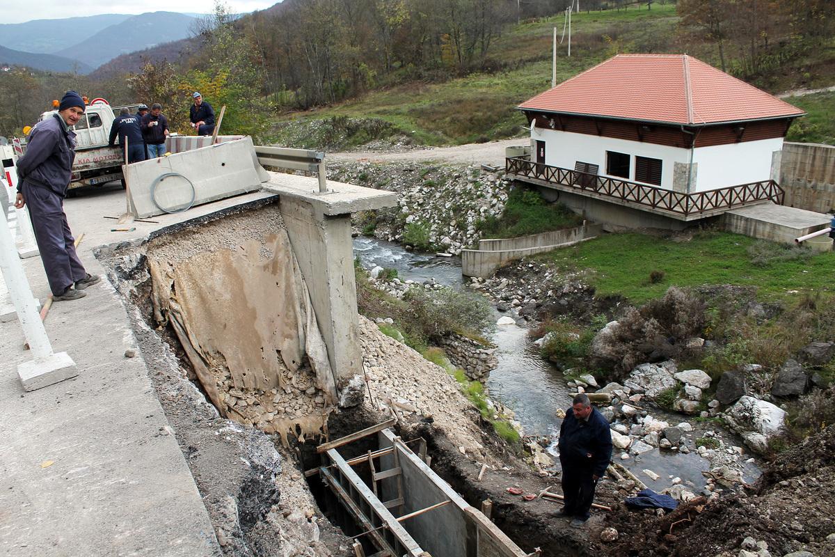 """Река вуче магистралу - градња потпорног зида код МХЕ """"Црквина"""""""