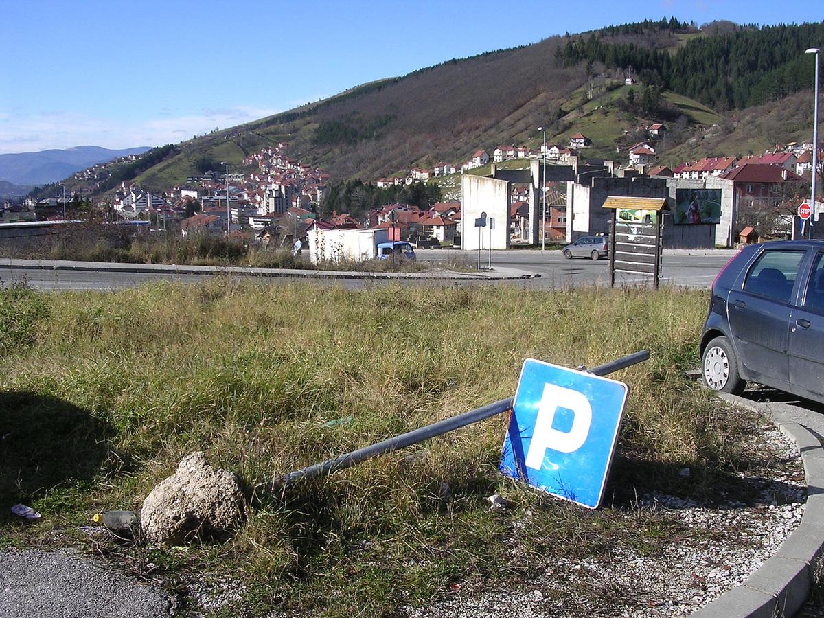 И код стадиона је знак паркиран на земљу