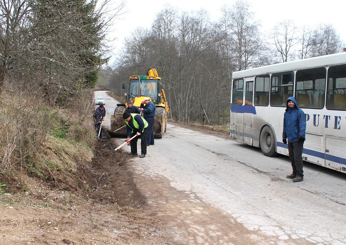Припрема за асфалт - чишћење ригола и одводних канала