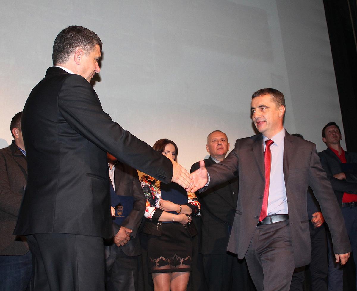 Уручење награде новинару Зорану Шапоњићу